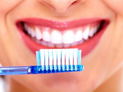 مسواک زدن  دلیل بوی بد دهان toothbrush