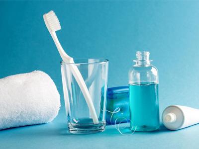 دهانشویه و دندانپزشکی آرسته  دهان شویه ها و تاثیر آنها بر سلامت دهان و دندان mw