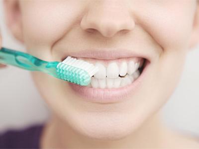 دندانپزشکی آرسته در شیراز تحلیل لثه چگونه می توان از تحلیل لثه جلوگیری کرد 55